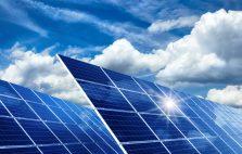 Solarkollektoren, Sonne und Wolken